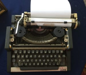 Skumijev pisalni stroj z Dela.